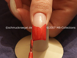 Nagellack in der Farbe hellrot