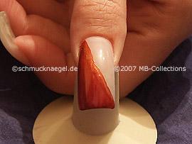 Nagellack in der Farbe kastanienbraun