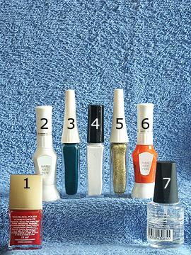 Produkte für das Weihnachtsmotiv für die Fingernägel - Nagellack, Nailart Liner, Nailart Pen, Klarlack