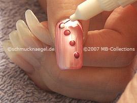 Nailart Pen in den Farben lavendel und weiß