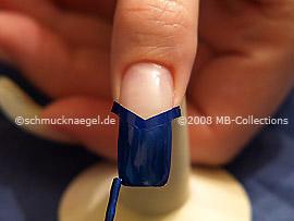 Esmalte de color azul oscuro