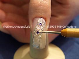 Piedras strass en forma de una estrella en violeta