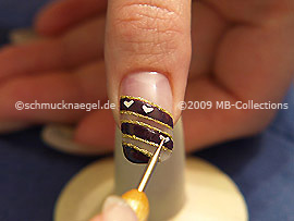 Spot-swirl y los nail art shapes en forma de corazón