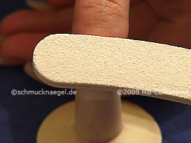 Limar la superficie de la uña