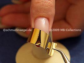 Hoja metálica en oro, tijeras, pinzeta y spot-swirl