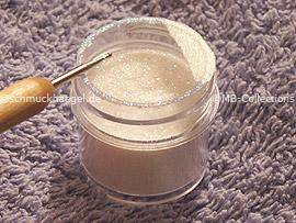 spot-swirl y polvo en blanco