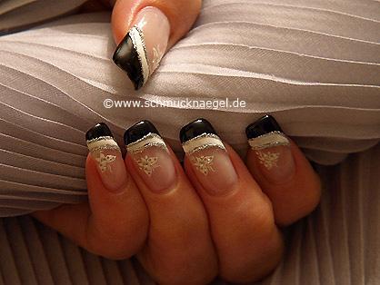 Decoración de uñas con pegatina y esmalte