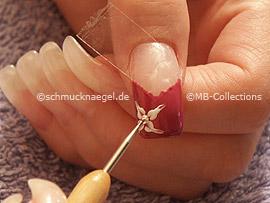 spot-swirl, piedra strass en cristal y el nail art pen en blanco