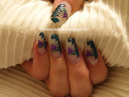 Piedras strass de color lila para decorar las uñas