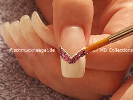 pincel, esmalte transparente y polvo en lila
