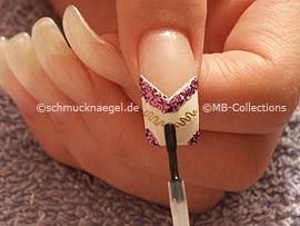 esmalte transparente, palillo y piedra strass en lila