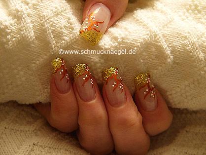 Motivo de uñas con esmalte de color oro-glitter