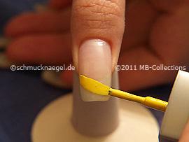 Esmalte de color amarillo