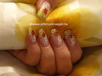 Decoración de uñas para otoño con esmalte