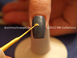 Nail art liner de color amarillo