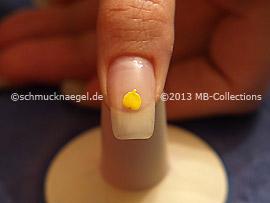 Esmalte en amarillo