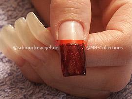 esmalte de color rojo oscuro con glitter