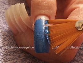 pincel de abanico con la pintura acrílica