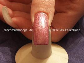 esmalte de color rosa oscuro