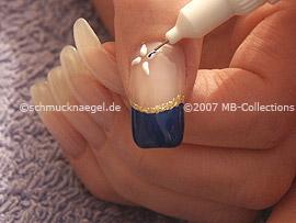 Nail art pen de color azul oscuro