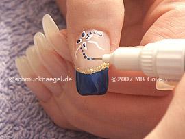 Nail art pen en azul oscuro