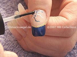 Esmalte transparente, palillo y piedra strass