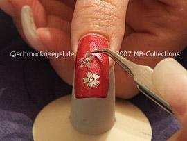 pinzeta y la hoja con flores autoadhesivas