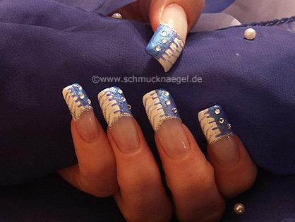 Uñas francesas en azul blanco
