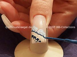 nail art liner de color azul oscuro