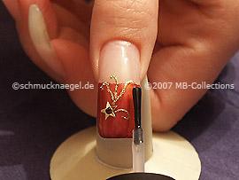 Fingernagel mit einem Esmalte transparente überlackieren
