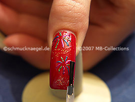 Fingernagel mit einem Polvo en oro überlackieren
