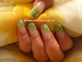 Motivo de flores con nail art liner y art pen