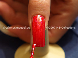 Nail lacquer in the colour bright red-Glitter