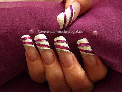 Nail decoration with hologram foil