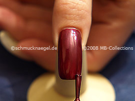 Nail lacquer in the colour claret-red