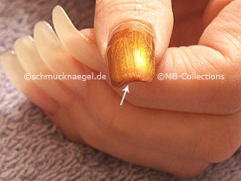 Nail polish in the colour copper