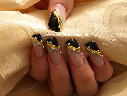Nail art motif with beaten gold and half pearls