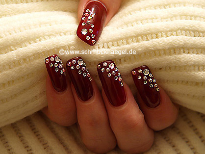 Nail art motif with half pearls and strass stones