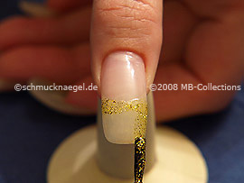 Nail lacquer in the colour gold-Glitter