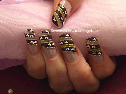 Nail art heart shapes for a fingernail motif