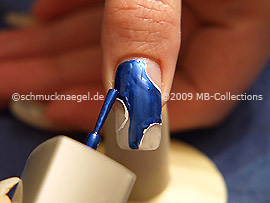 Nail lacquer in the colour dark blue
