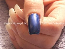 Nail polish in the colour dark-blue