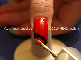 Nail lacquer in the colour gold