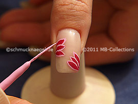Nail art liner in the colour mauve