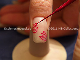 Nail art liner in the colour lilac
