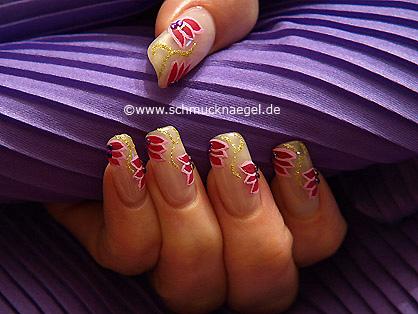 Fingernail design with nail art liner