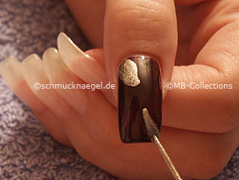 nail art liner in the colour gold
