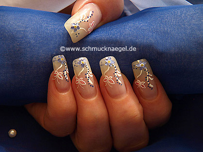 Dried flowers and 3D butterfly nail sticker