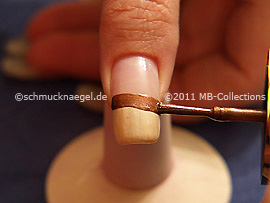 Nail lacquer in the colour dark brown