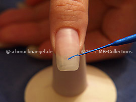 Nail art liner in the colour blue